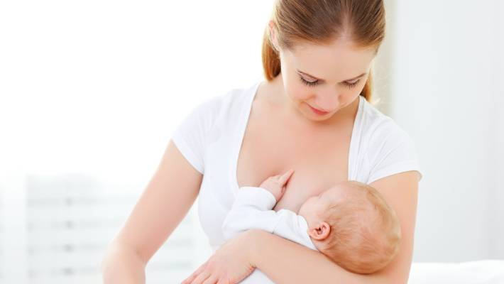 Yenidoğan bebeği emzirme